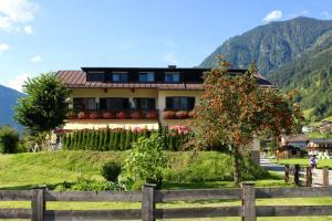 Pension Café Wiesenhof - Accommodation - Bad Hofgastein