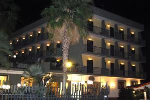 Hotel Ristorante Donato, Hotel  Calvizzano - big - 85