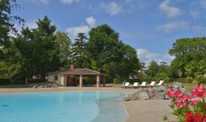 B&B Domaine de La Corbe, Bed & Breakfast  Bournezeau - big - 9