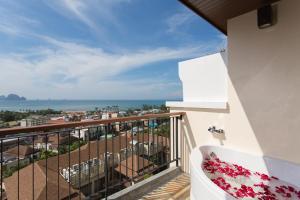Aonang Cliff Beach Suites & Villas, Hotels  Strand Ao Nang - big - 16