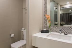 Aonang Cliff Beach Suites & Villas, Hotels  Strand Ao Nang - big - 12