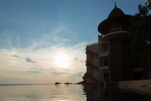 Aonang Cliff Beach Suites & Villas, Отели  Ао-Нанг-Бич - big - 52