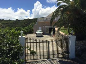 Your Paradise Villa, Holiday homes - Orient Bay