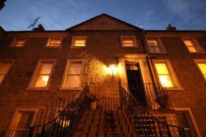 Ostelli e Alberghi - Inglestone House Guest House