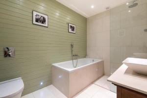 onefinestay - South Kensington private homes III, Апартаменты  Лондон - big - 45