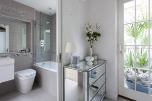 onefinestay - South Kensington private homes III, Апартаменты  Лондон - big - 25