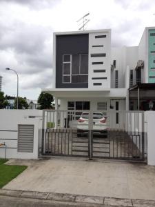 Comfort Holiday Home @ Bukit Indah - Hock Lam Village