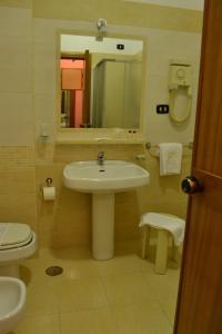 Hotel Ristorante Donato, Hotels  Calvizzano - big - 94