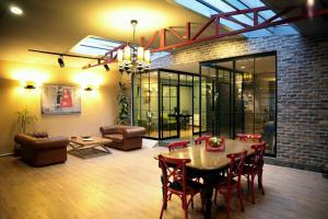 Akin Suites, Апарт-отели  Стамбул - big - 35