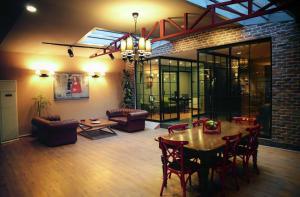 Akin Suites, Апарт-отели  Стамбул - big - 38