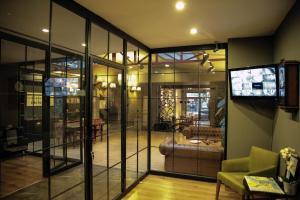 Akin Suites, Апарт-отели  Стамбул - big - 41