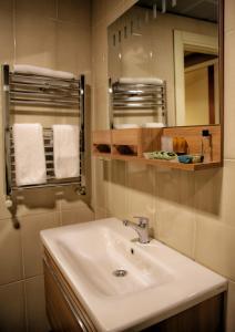 Akin Suites, Апарт-отели  Стамбул - big - 48