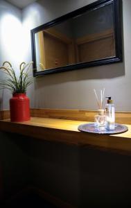 Akin Suites, Апарт-отели  Стамбул - big - 79