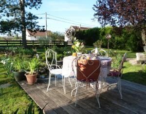 Aux Jardins d'Alice, Bed & Breakfasts  Asnans - big - 29