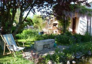 Aux Jardins d'Alice, Bed & Breakfasts  Asnans - big - 27