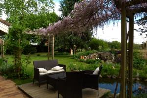Aux Jardins d'Alice, Bed & Breakfasts  Asnans - big - 20