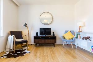 Rosie - Beyond a Room Private Apartments, Апартаменты  Мельбурн - big - 5