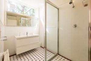 Rosie - Beyond a Room Private Apartments, Апартаменты  Мельбурн - big - 4