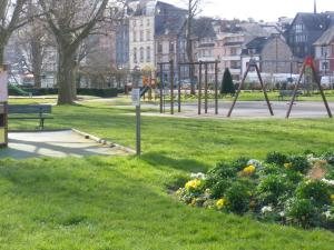 Les Coquillettes, Bed & Breakfasts  Honfleur - big - 65