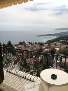 Villa Greta Hotel Rooms & Suites, Hotels  Taormina - big - 51