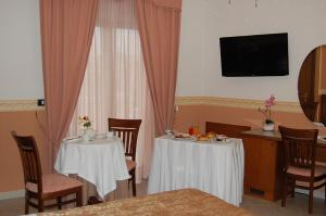 Hotel Ristorante Donato, Hotels  Calvizzano - big - 80