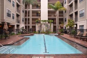 Montierra 235 Apartment - Charter Bank Building Heliport