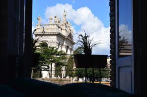 San Giovanni House - AbcRoma.com