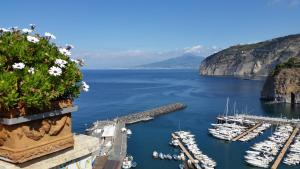 Domus San Vincenzo, Bed and breakfasts  Sant'Agnello - big - 24