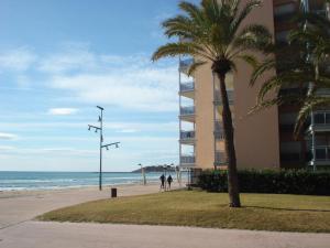 Pineda Beach, Ferienwohnungen  La Pineda - big - 15