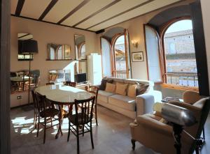 Acacia Firenze Apartments Cumino-Cannella-Curry - AbcAlberghi.com