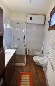 Villa Berberi, Апартаменты  Тирана - big - 13