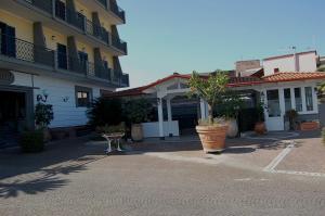 Hotel Ristorante Donato, Hotel  Calvizzano - big - 101