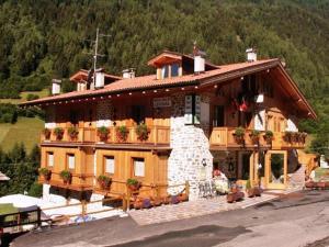 Hotel Chalet Genziana - AbcAlberghi.com