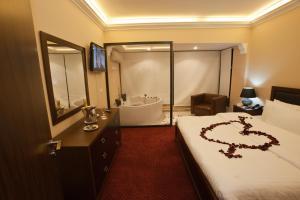 Queens Land Hotel - Jounieh