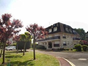 Apartment Marie Antoinette, Apartments  Deauville - big - 5