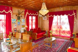 Golden Flower Heritage Houseboat, Ботели  Сринагар - big - 16