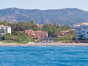 Marbella Beach Resort at Club Playa Real, Apartmanok  Marbella - big - 77