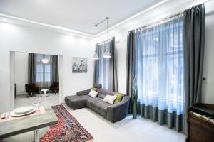 Apartment B18