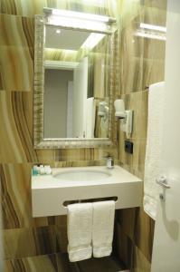 Senator Hotel, Отели  Тирана - big - 21