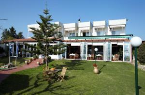 Hostales Baratos - Evoikos beach & resort