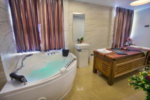 FARS Hotel & Resorts, Szállodák  Dakka - big - 69