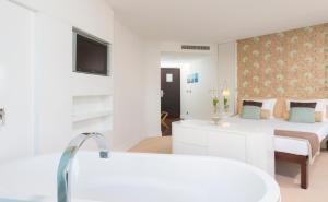Amfora Hvar Grand Beach Resort, Отели  Хвар - big - 23