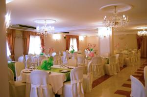 Hotel Ristorante Donato, Hotely  Calvizzano - big - 116