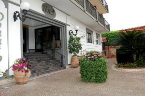 Hotel Ristorante Donato, Hotely  Calvizzano - big - 78