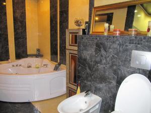 5-room jacuzzi apartment