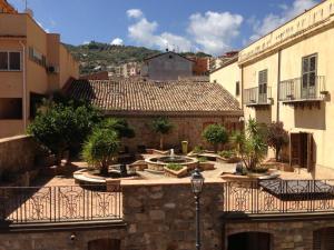 I Colori dell'Arcobaleno, Bed and Breakfasts  Santo Stefano di Camastra - big - 23