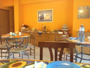 I Colori dell'Arcobaleno, Bed and Breakfasts  Santo Stefano di Camastra - big - 28