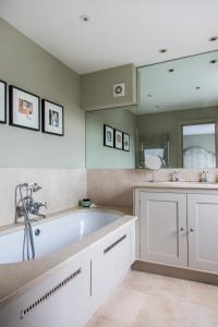 onefinestay - South Kensington private homes III, Апартаменты  Лондон - big - 19