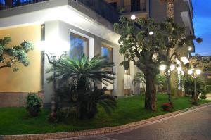 Hotel Ristorante Donato, Hotel  Calvizzano - big - 76