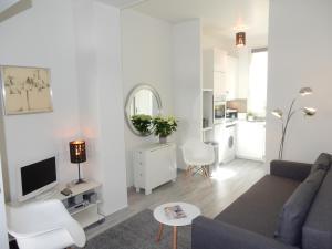 Location gîte, chambres d'hotes Flea Market Apartment dans le département Seine Saint Denis 93
